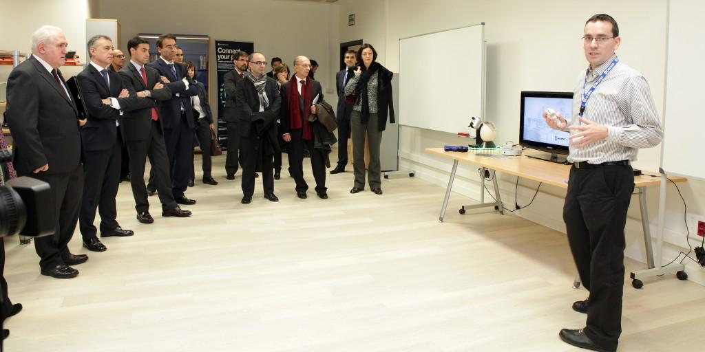 Visita a uno de los laboratorios de DeustoTech