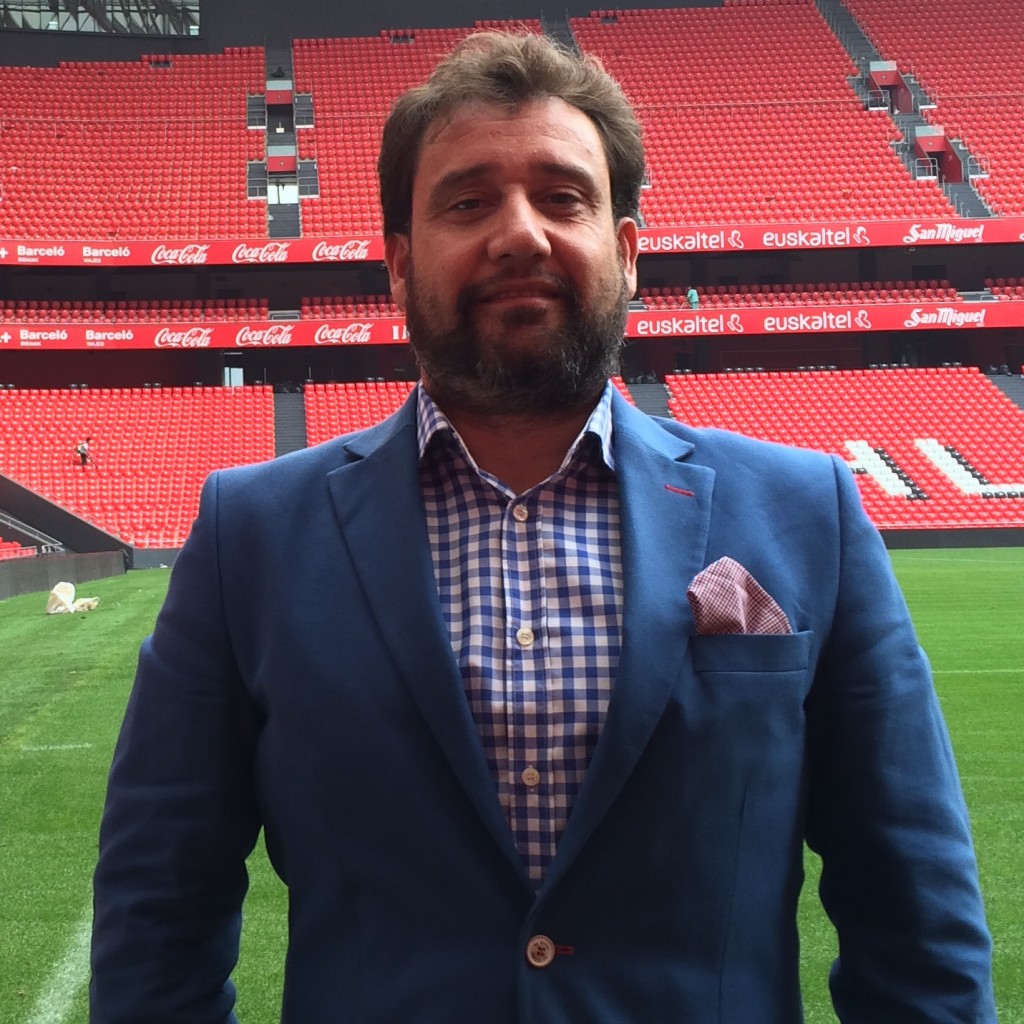 Alberto Díez durante la presentación de What's Red en San Mamés