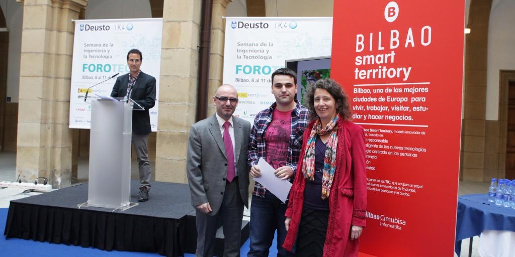 Andoni Aldekoa, Director General del Ayuntamiento de Bilbao, Ander Pijoan e Inés Jacob