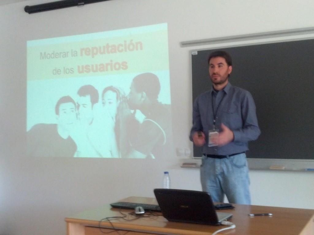 El investigador Jorge De la Peña presentando sus trabajos