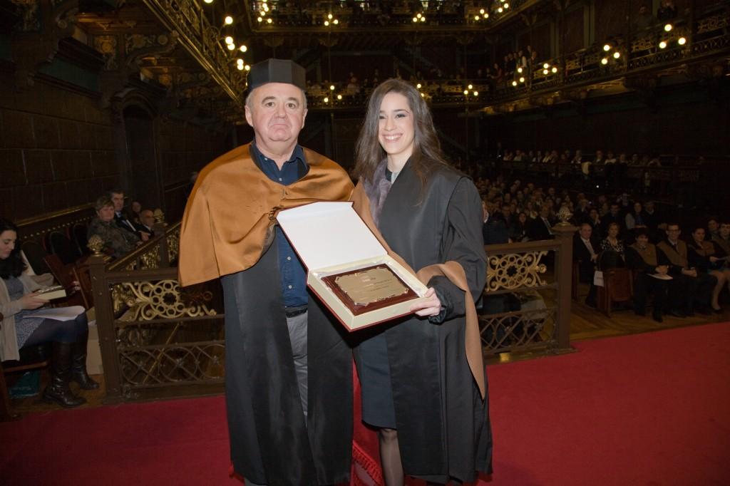 La ingeniero Elena de la Torre, junto a al profesor Alfonso Velasco