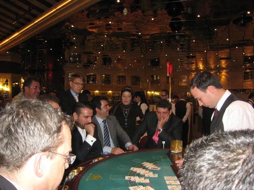 Imagen durante la visita al casino